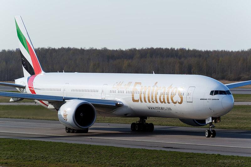 Boeing 777-31H/ER (A6-EGT) Emirates D804433a