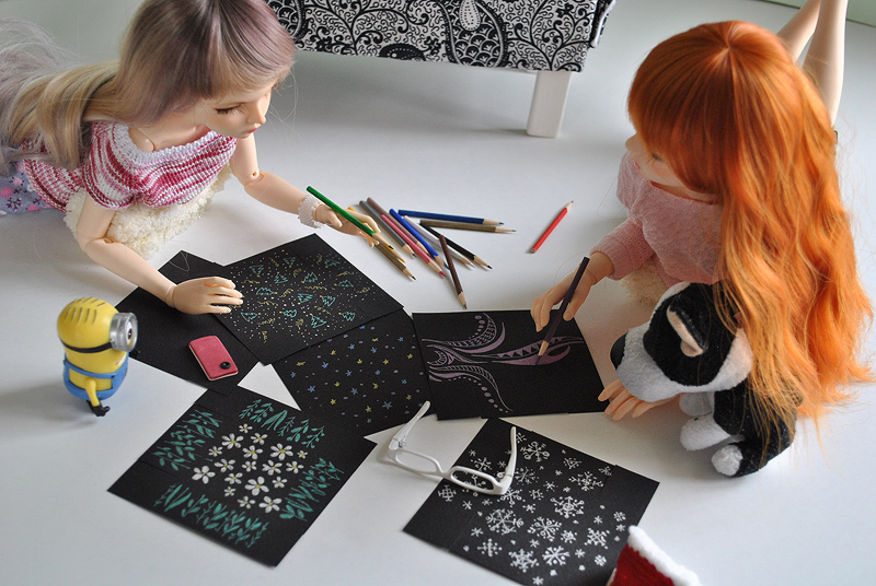 Minifee and Narae make boxes for New Year presents