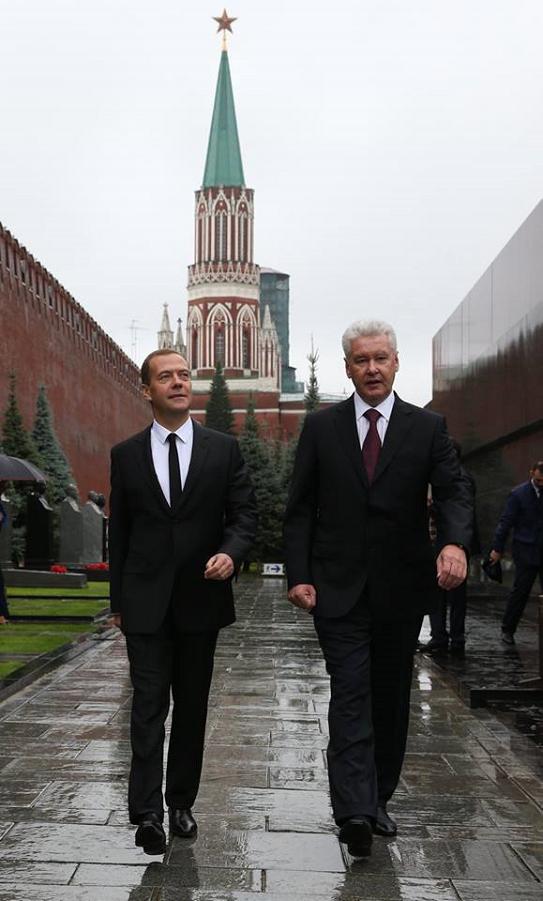 Медведев на официальной части празднования Дня города Москвы 5.09.15-4.png