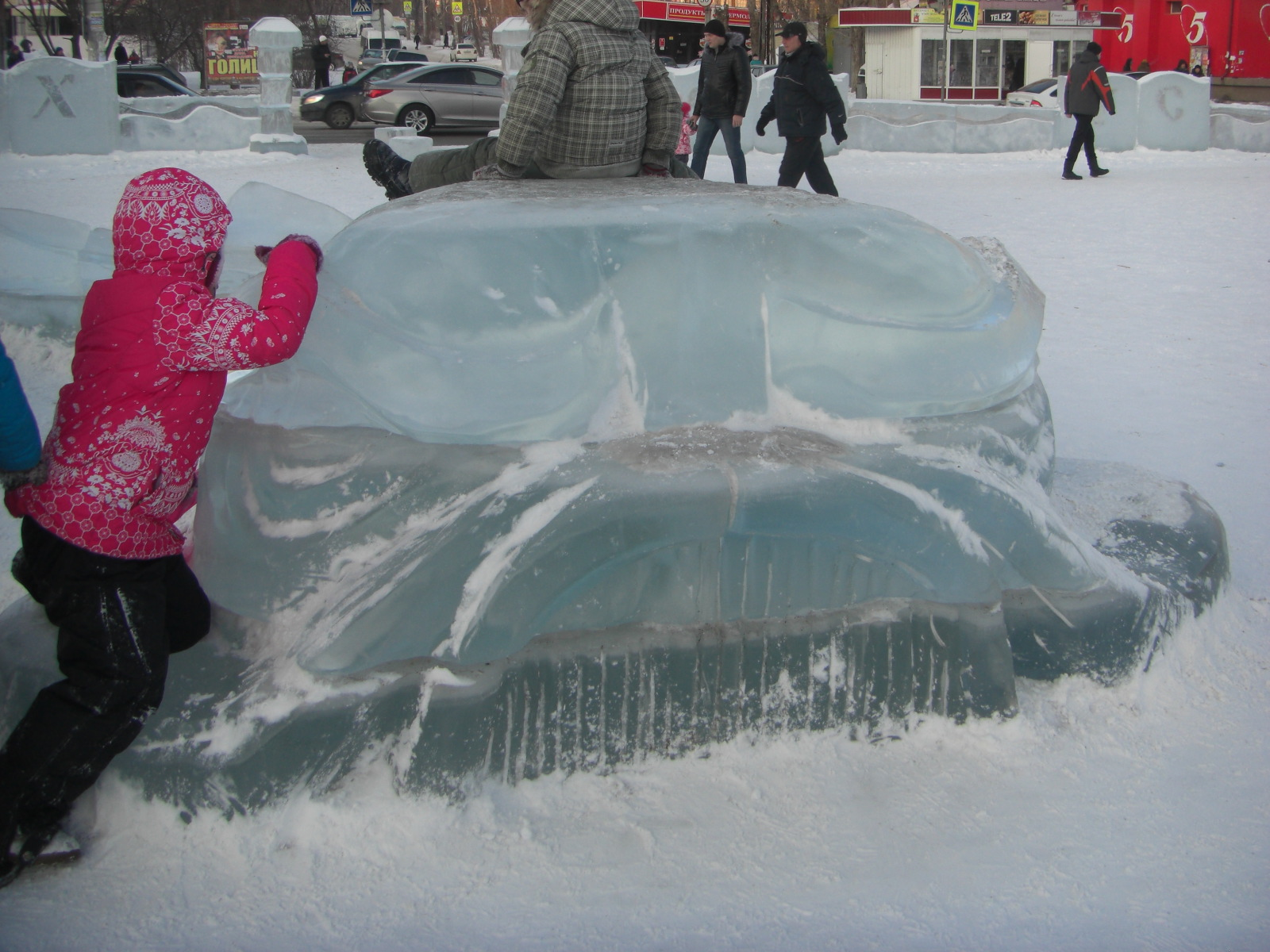 Неведомое существо изо льда