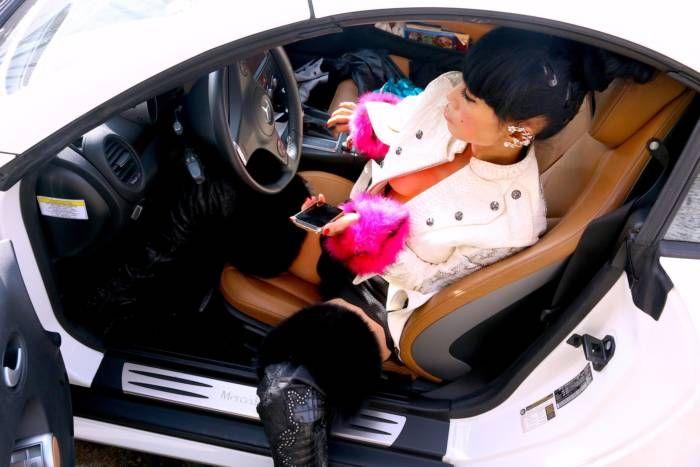 Актриса Бай Лин пришла на маникюр в очень горячем платьице