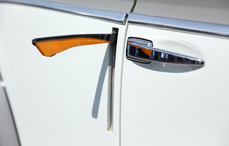 Кстати, о птичках. Сегодня щетки стеклоочистителей есть в «базе» даже на Lada Vesta, а в движение он