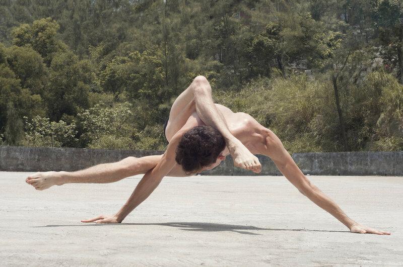 Потрясающая пластика тела.Чудеса тренированного тела
