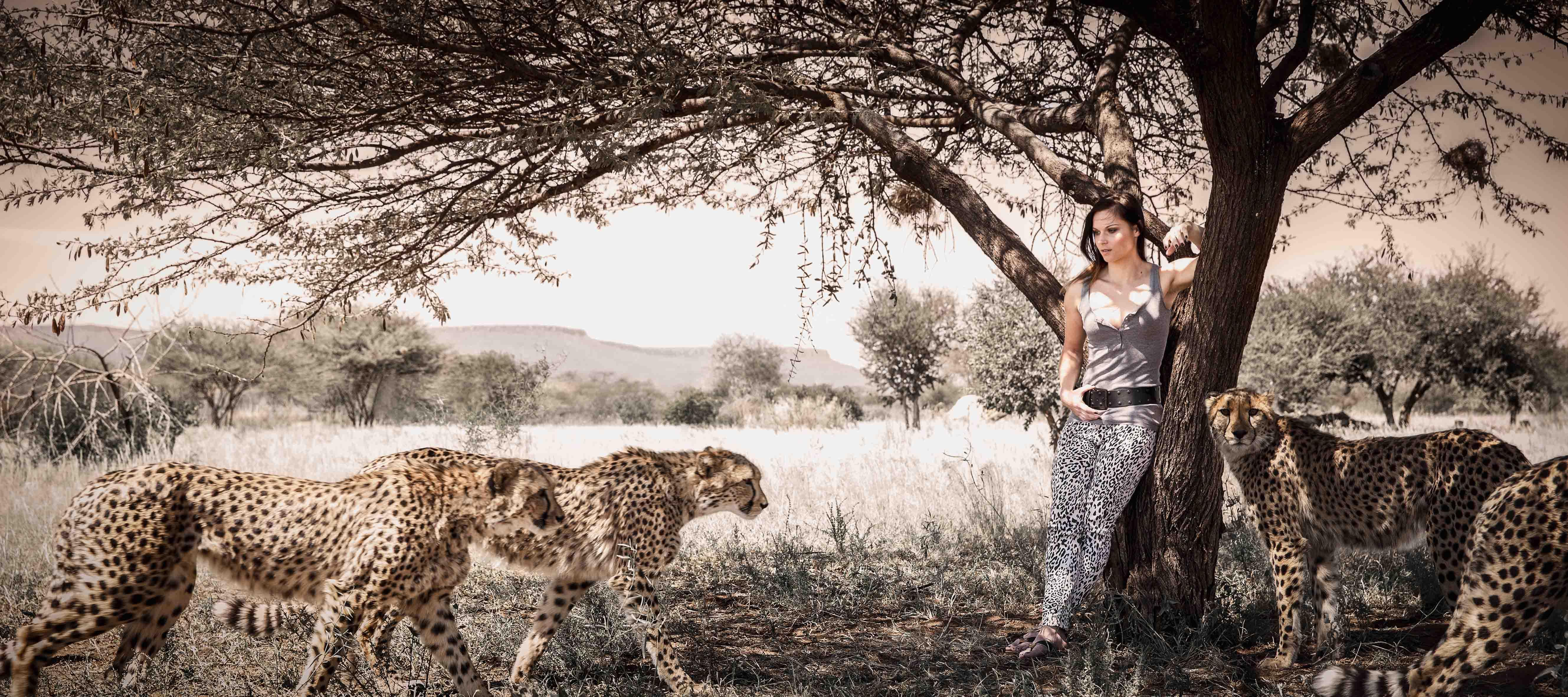 девушка с леопардом загрузить