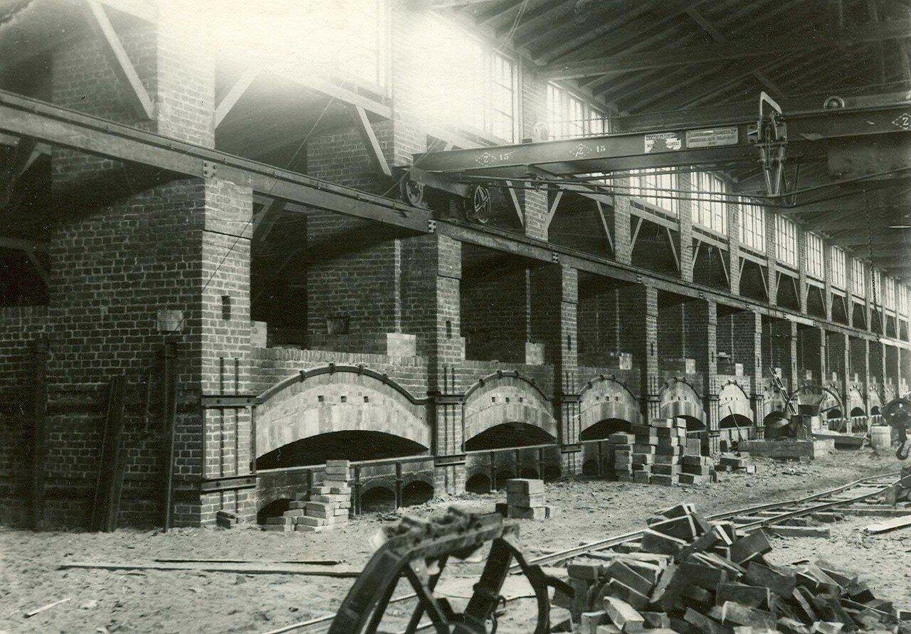 18. Вид цеха завода