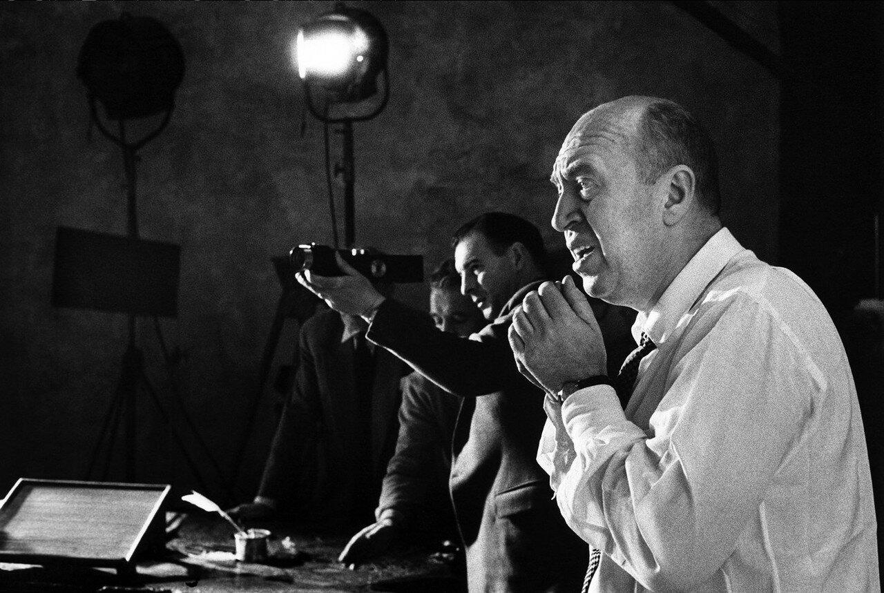 1957. Режиссер Отто Премингер с Денисом Купом на съемочной площадке «Святой Иоанны»