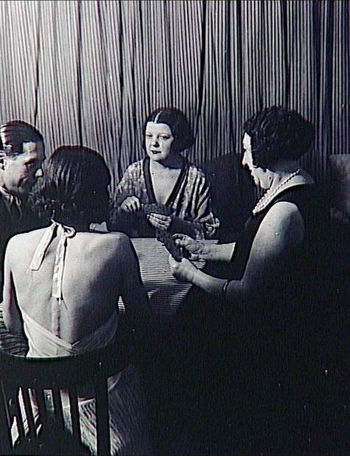1932. Бордель «Сюзи». В ожидании клиентов