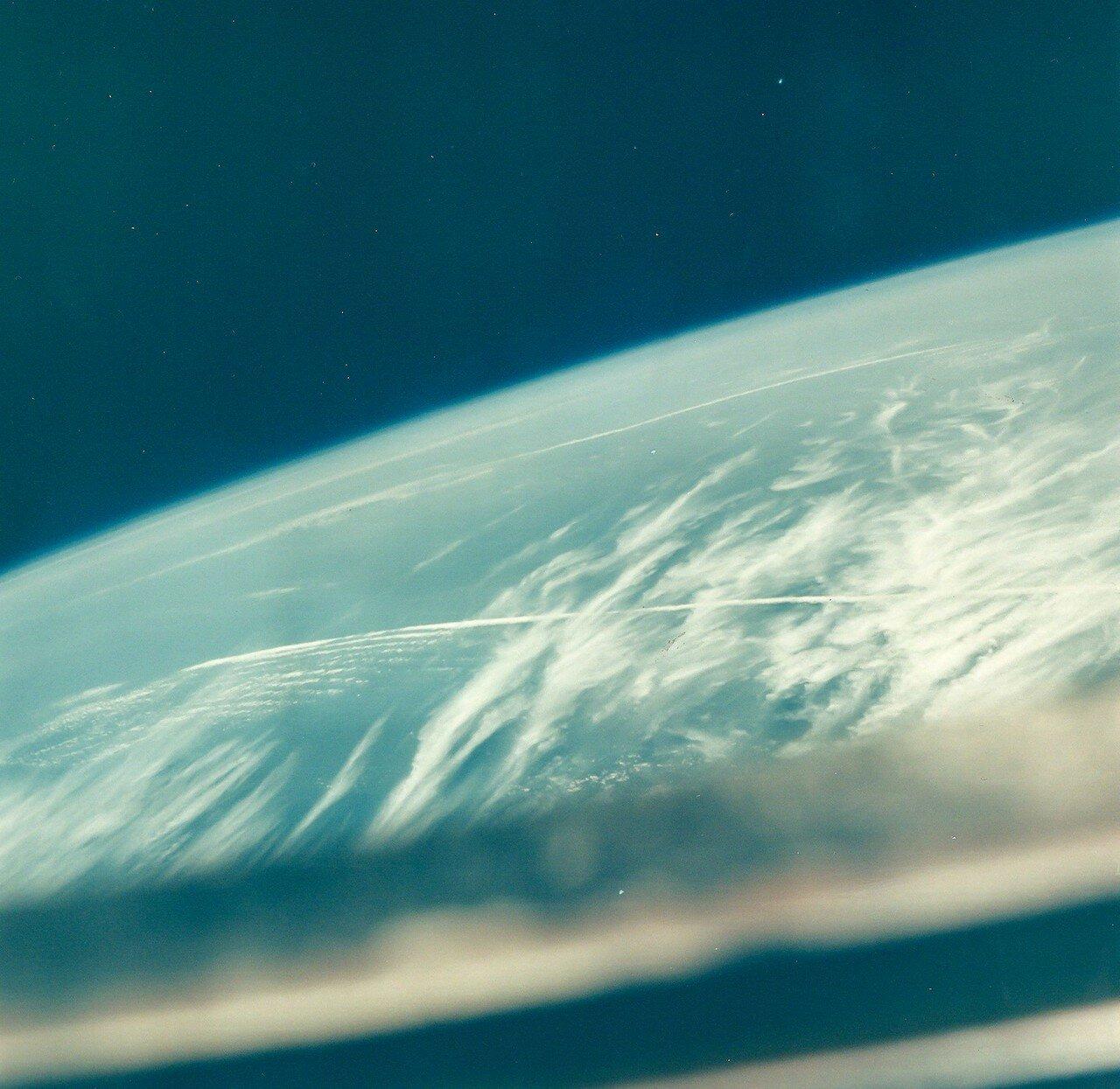 1968, октябрь. Земной горизонт  с борта «Аполлона-7»