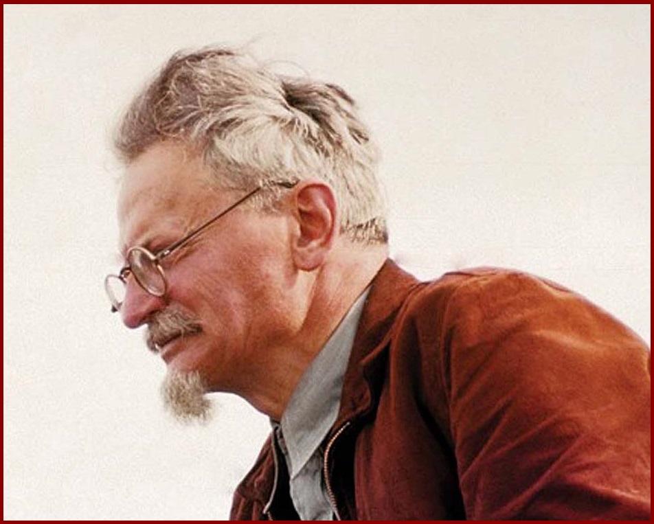 Лев Троцкий в цвете. фота Александра Бухмана. 1940 год