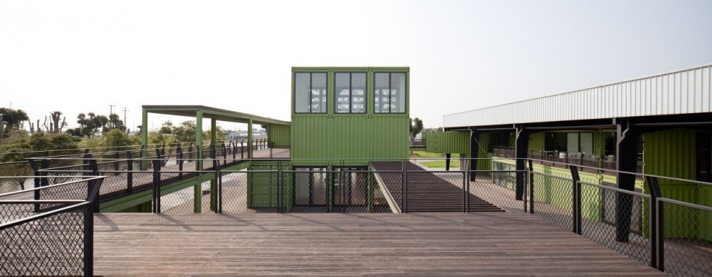 shipping-containers-architecture-tony-s-farm-playze-14.jpg
