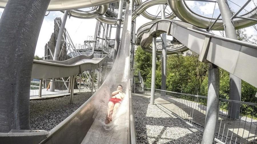 6. Экстремальная горка в аквапарке Area 47 в Альпах (Австрия) В живописных австрийских Альпах распол