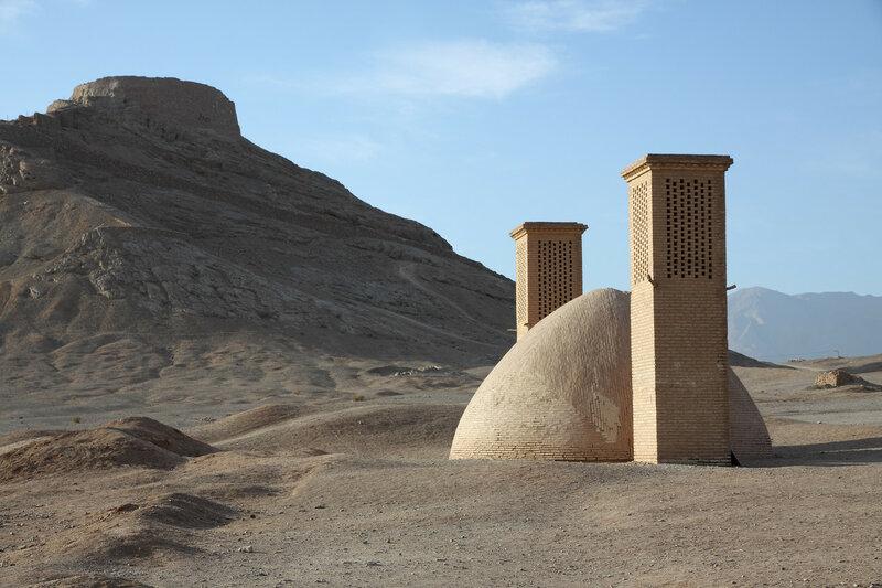 Башня молчания и хранилище воды