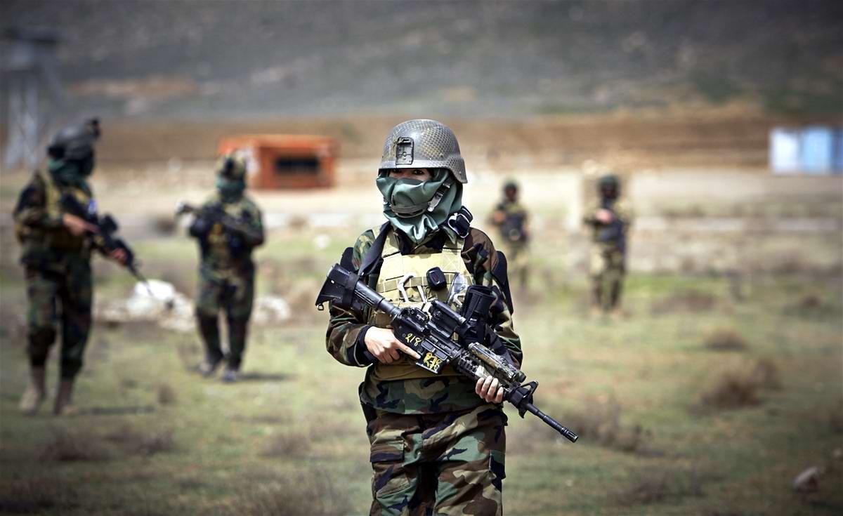 Афганские женщины из спецподразделений МВД Афганистана: картинки из жизни (8)