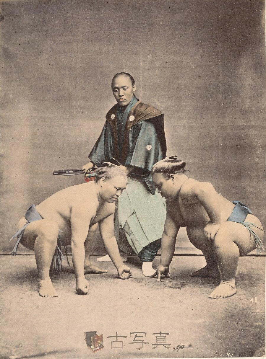 Борец сумо и судья
