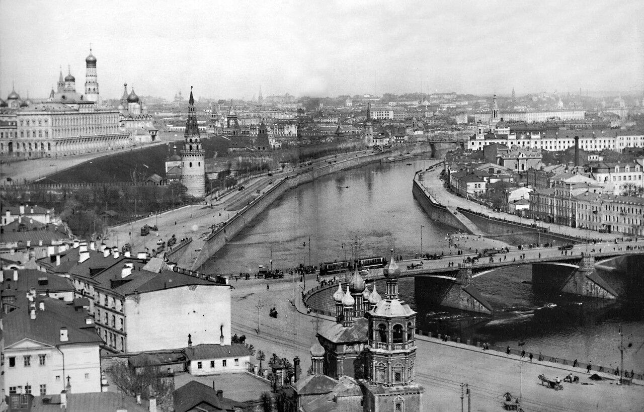 13. Вид на Кремль