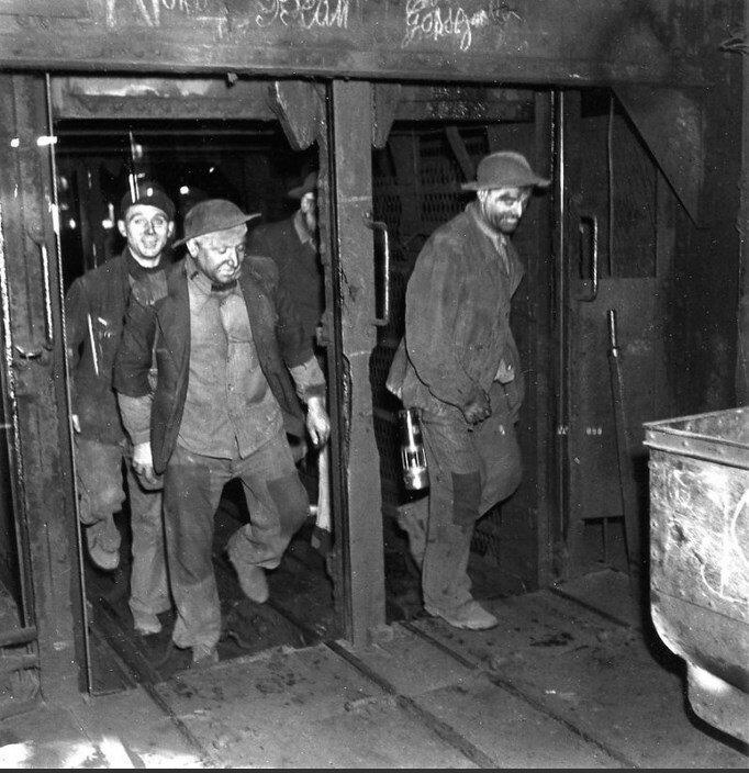 1945. Лифт