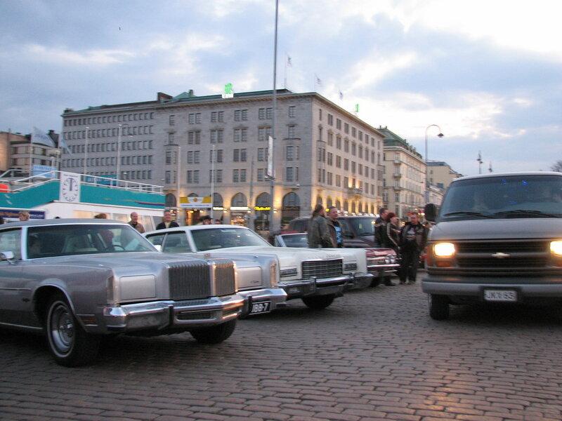 14 Old_American_cars_at_Helsinki_Market_.jpg