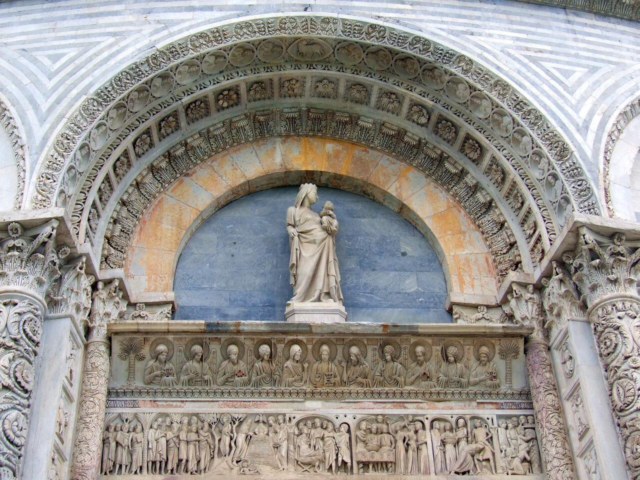 Оформление входного портала в Баптистерий (Battistero di San Giovanni)