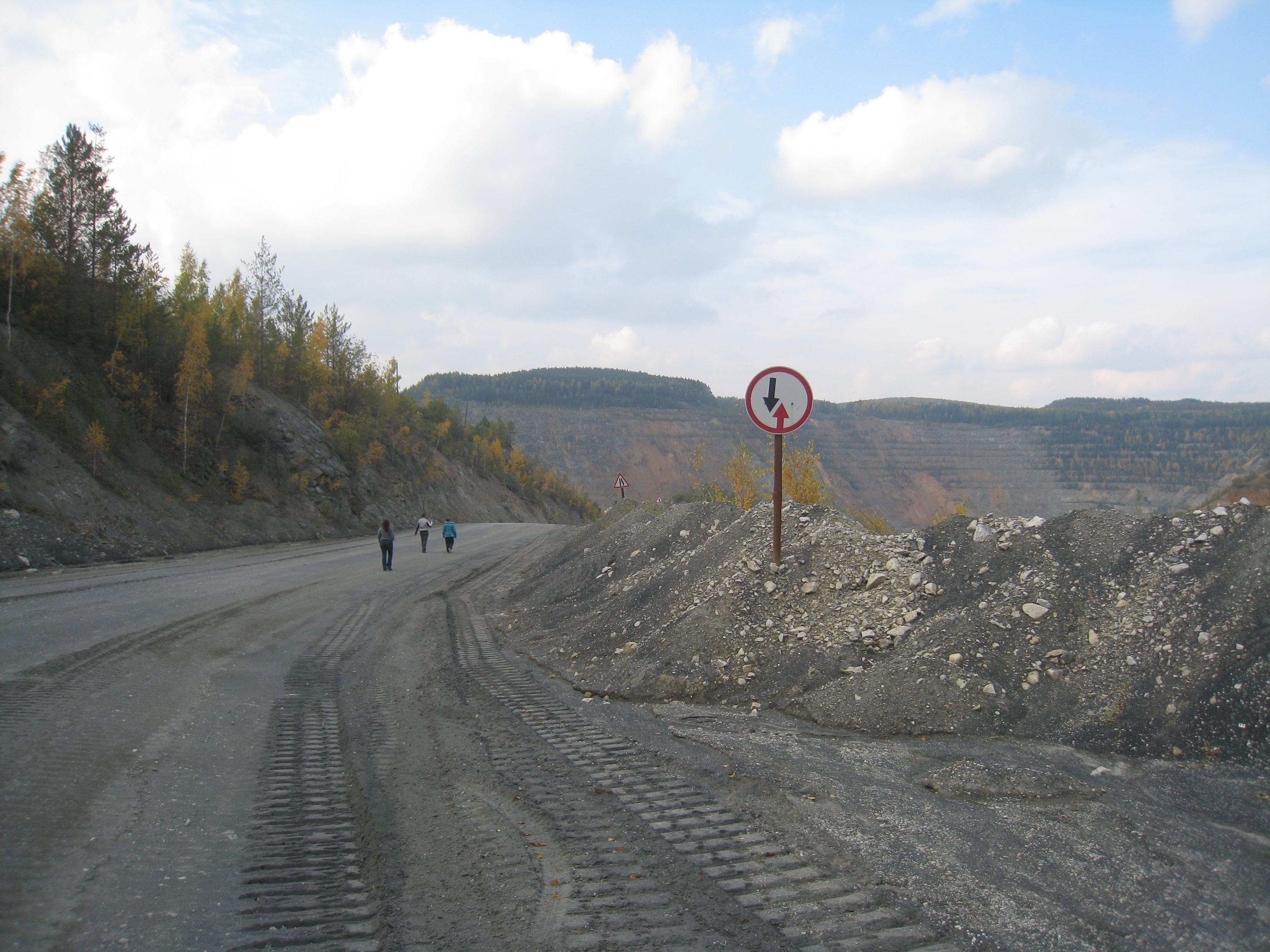 Подороге наНово-Черемшанский карьер (24.03.2015)