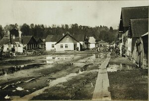 Галицийская деревня, частично разрушенная огнем русской артиллерии в ходе наступательной операции.