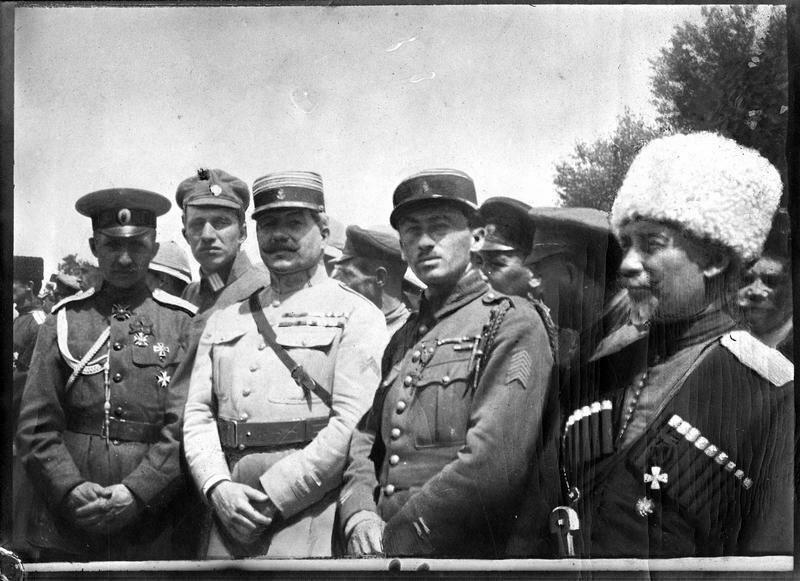 1919. Екатеринодар. Слева направо генерал Берг, полковник Корбейл, глава французской военной миссии, представитель чешского легиона и князь Баратов.