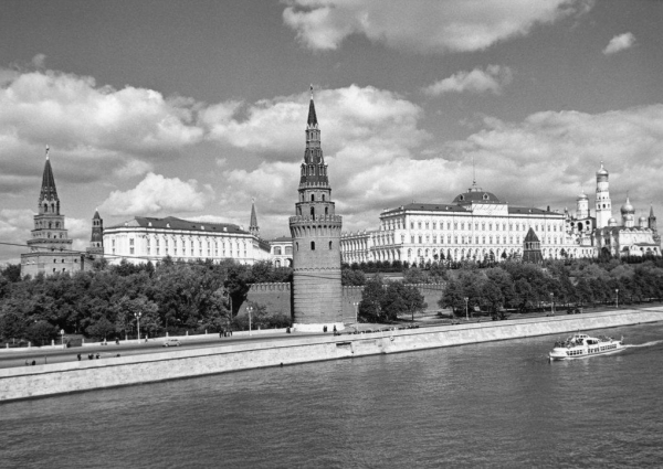 Кремлёвская набережная. Автор Трахман Михаил, 1950-e.jpg