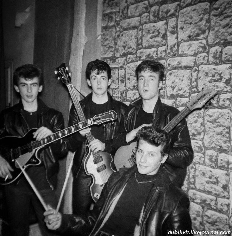 02 The Beatles - на барабанах тогда был Пит Бест.jpg