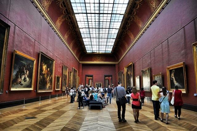 Знаменитую картину изрисовали маркером в Лувре. Фото 0 11b081 c2edef51 orig
