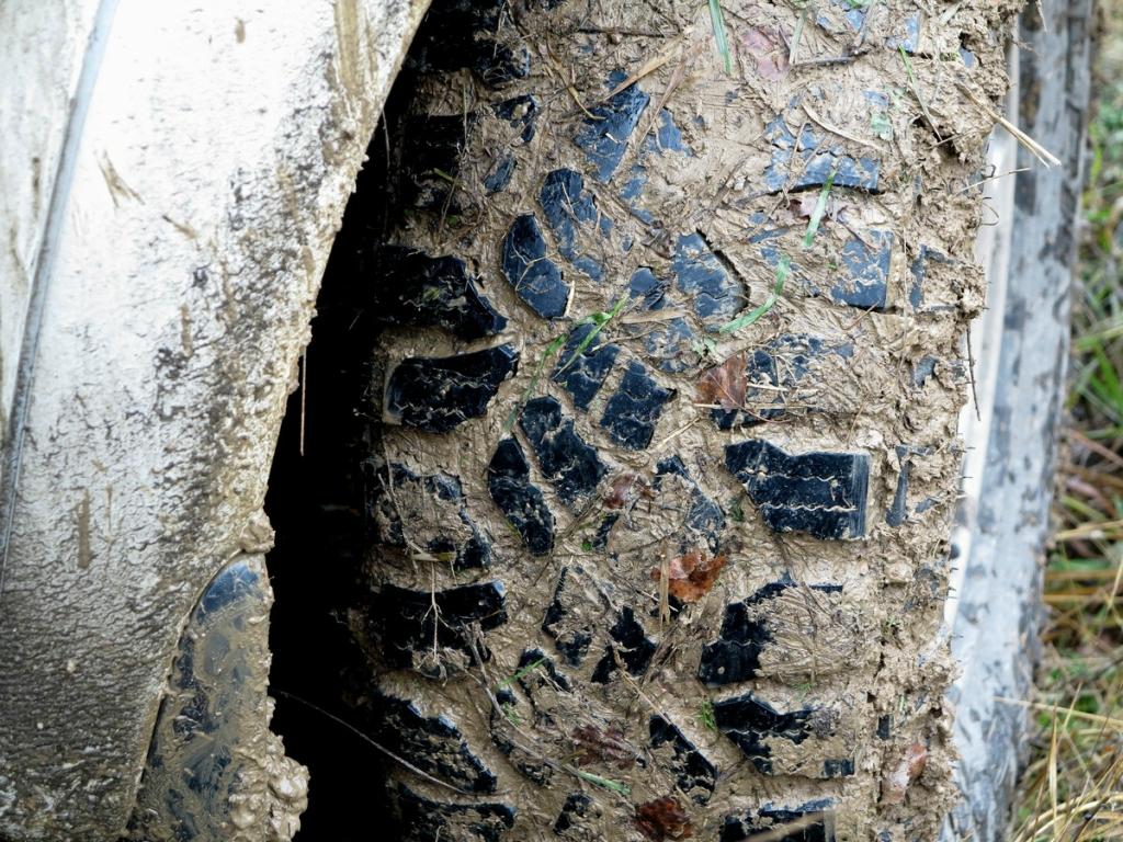Опасно ли зимой ездить на грязевой резине