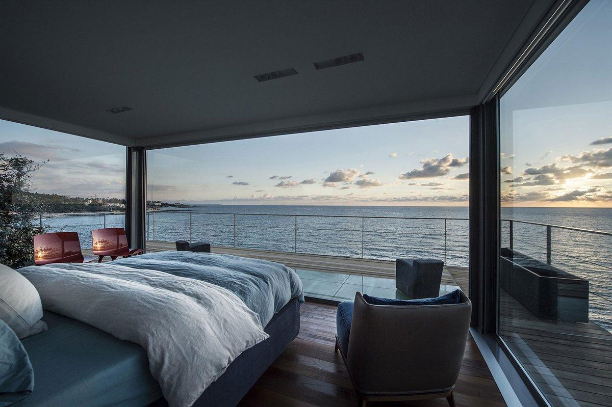 Дома на берегу моря