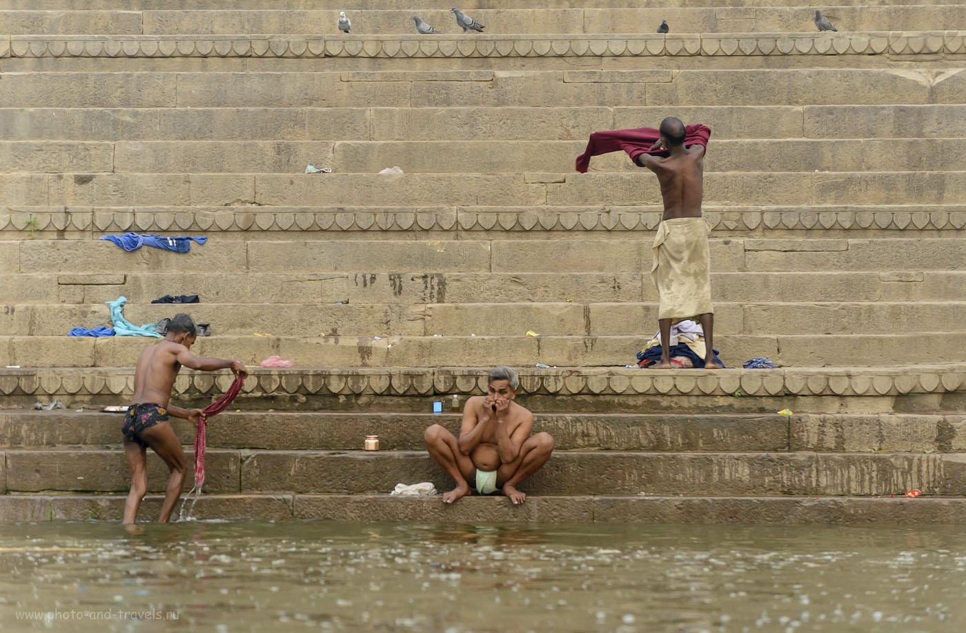 Фотография 20. Паломники. Гхат в Бенаресе. 1/250, 5.0, 1250, 180.