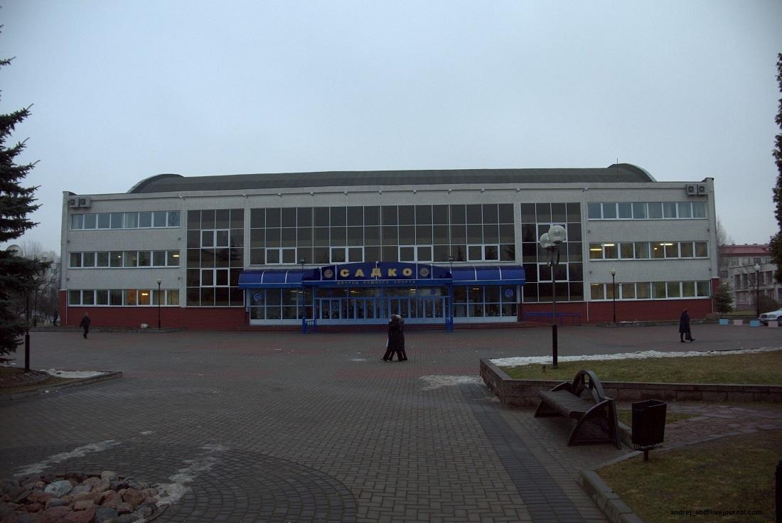 Садко, дворец водного спорта в Новополоцке. Главный вход.