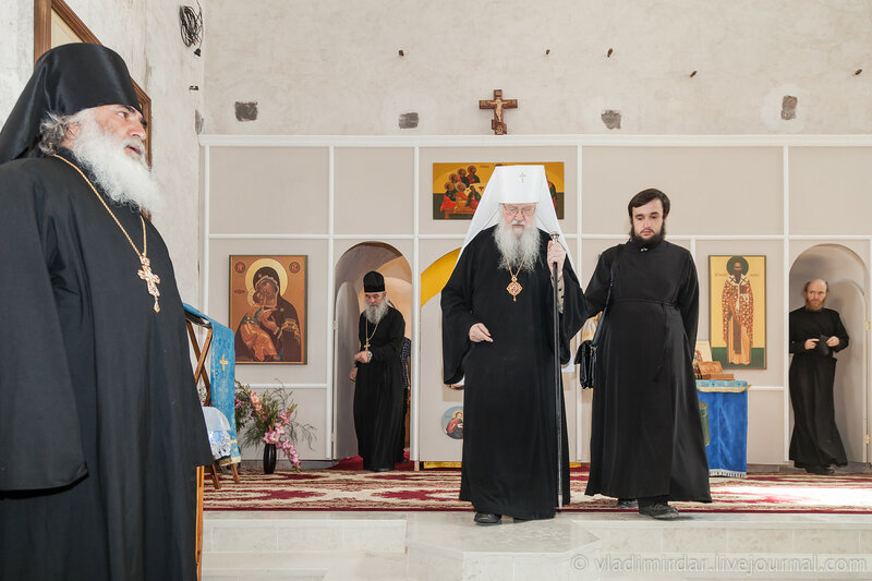 Завершение Божественной литургии в Храме Святителя Василия Великого