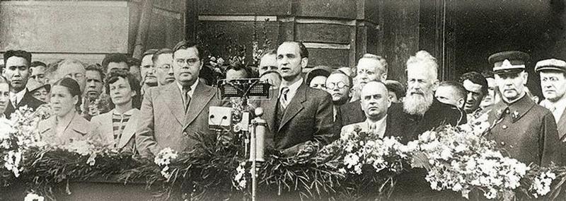 Премьер-министр Палецкис приветствует членов Сейма Литвы, которые прибыли в Москву.