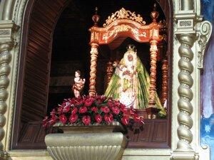 Фиеста-де-ла-Канделария прошла карнавалом по улицам Лимы
