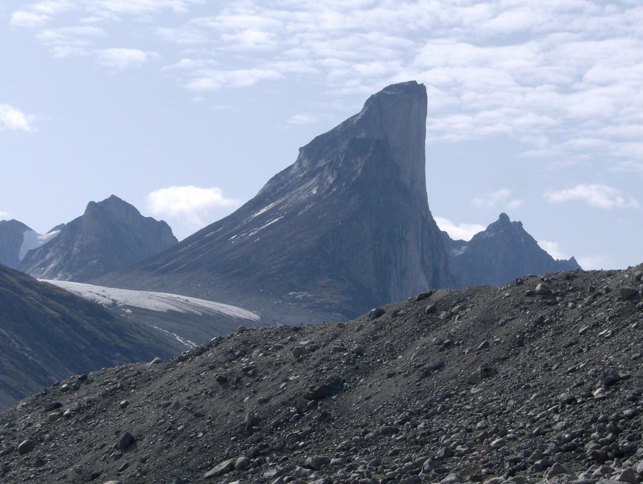 Самая высокая вертикальная скала в мире восхождения, горной, склона, достигает, самая, стены, уклон, метра, высокая, Канады, частью, Первые, Наиболее, спуски, вершин, популярная, крутого, АрктическихКордильеров, благоприятные, месяцы