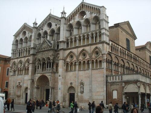 Ferrara,_duomo,_facciata.JPG