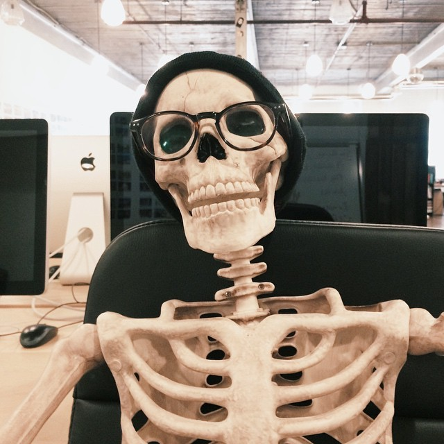 скелет-пародия-на-девушек6.jpg