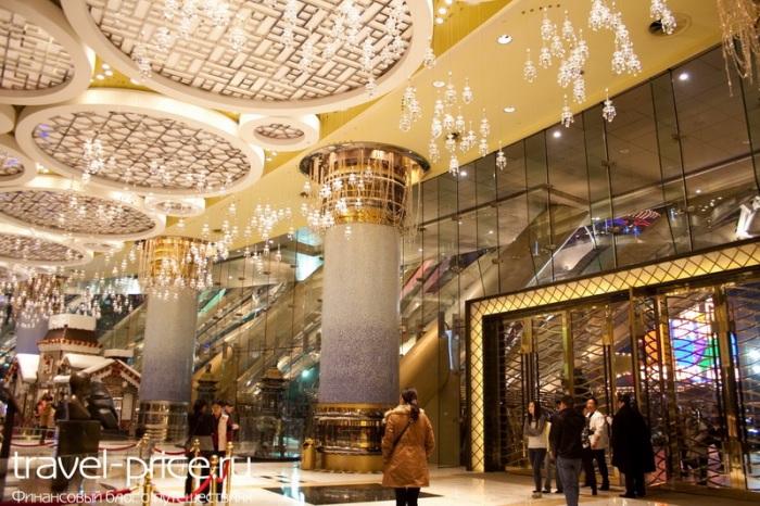 Роскошный холл в отеле Lisboa
