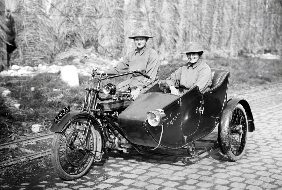 Британские военные мотоциклистки (1917 год)