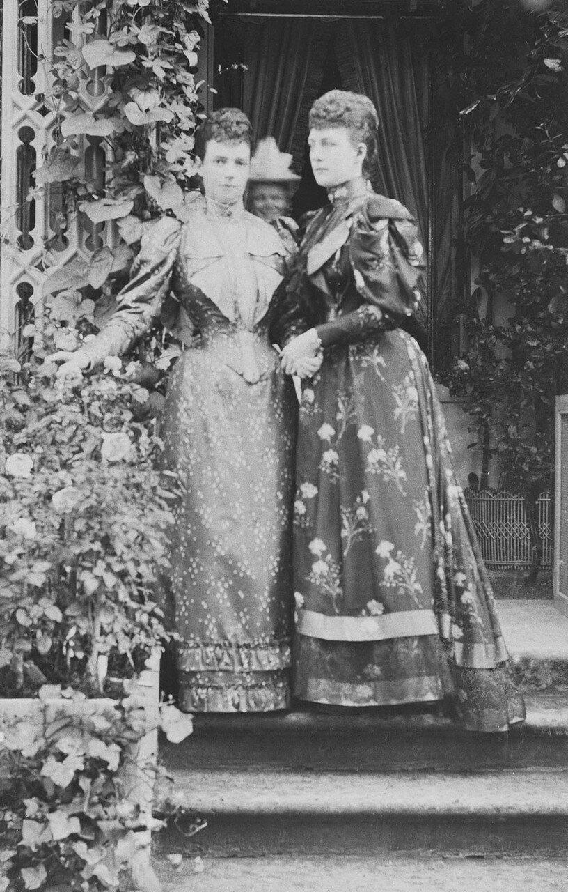 1894. Александра Датская, императрица Мария Фёдоровна и Великая Княгиня Ксения Александровна, в Петергофе