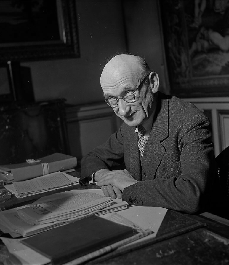 1947. Роберт Шуман, Париж