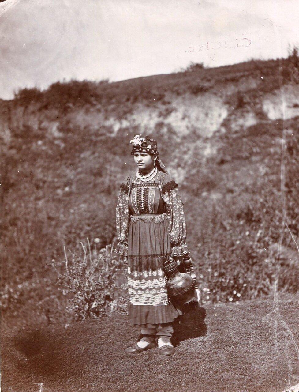 Крестьянка в праздничной одежде