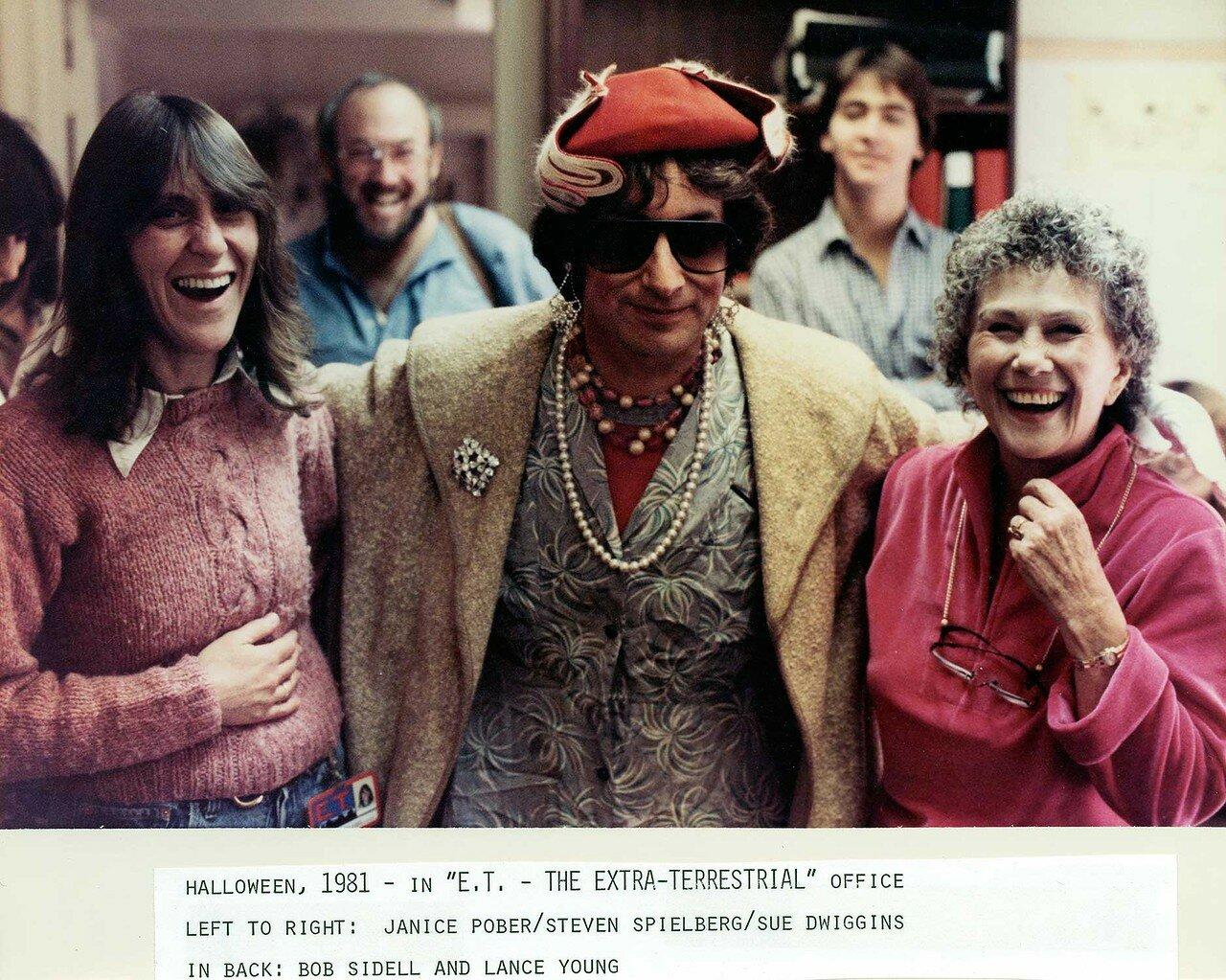 1981. Стивен Спилберг на хэллоуинской вечеринке во время съемок «Инопланетянина»