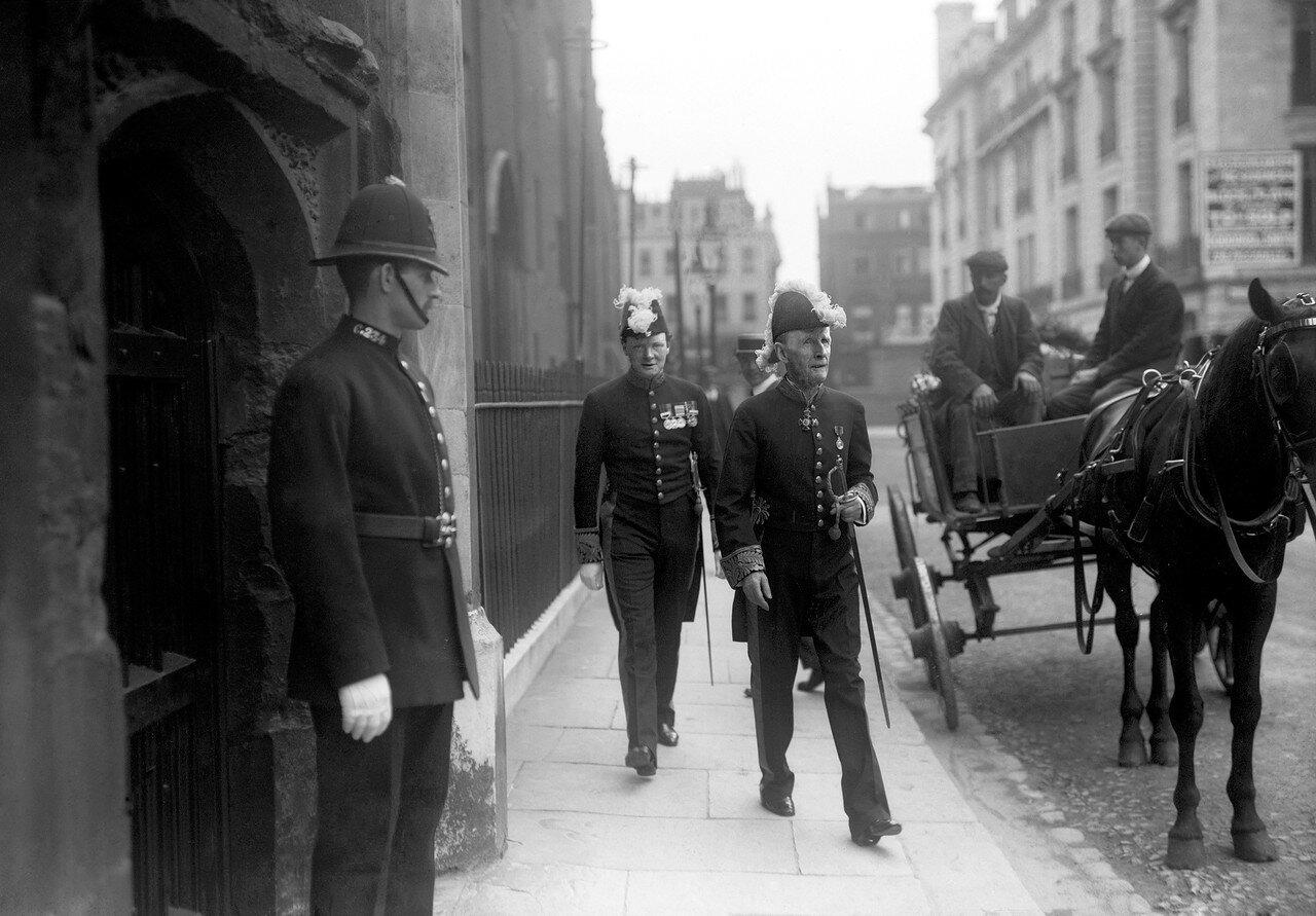 1908. Заместитель министра по делам колоний Уинстон Черчилль прибыл в дом №10 на Даунинг-стрит с Джоном Морли, министром по делам Индии