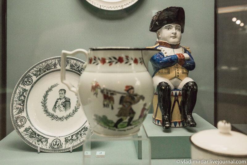 Кувшин Тоби «Наполеон Бонапарт».  Англия. Стаффордшир. 1810-е – 1830-е годы. Фаянс; надглазурная печать.