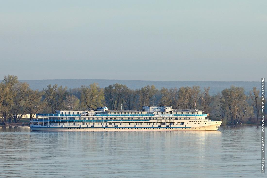 теплоход «Русь Великая» на пассажирском рейде Самары