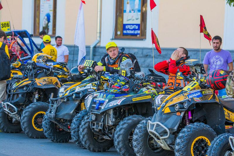 Can-Am Trophy Russia 2015 в Астрахани: Торжественное открытие на пл. Ленина