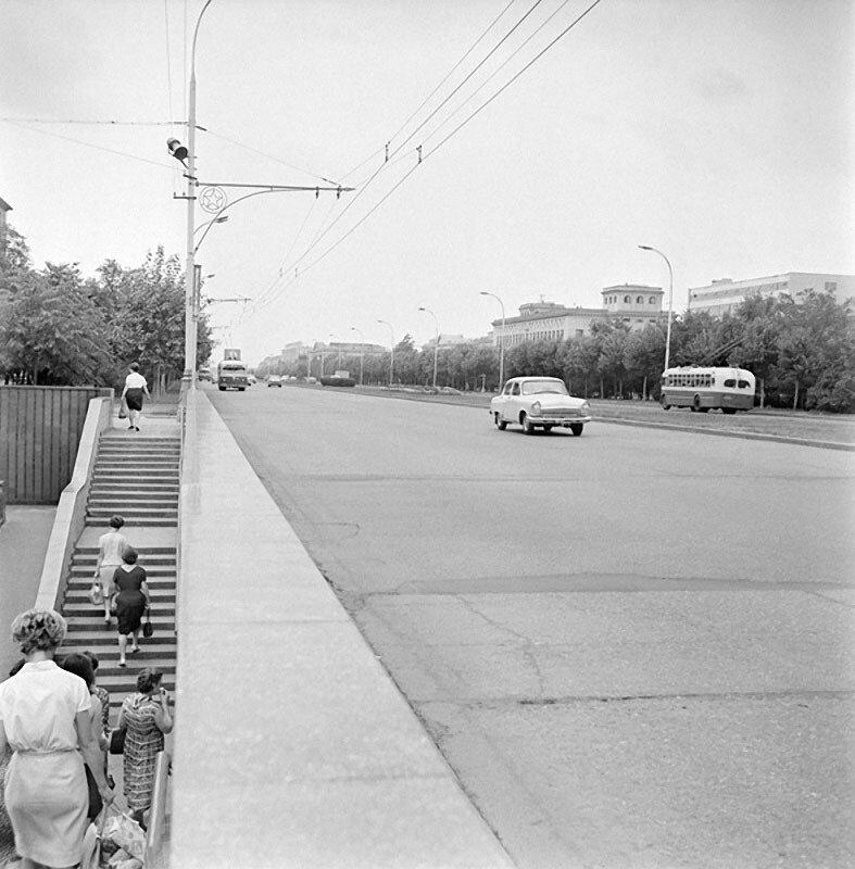 Ленинский проспект. Автор Волков Эрвин, 1967.jpg