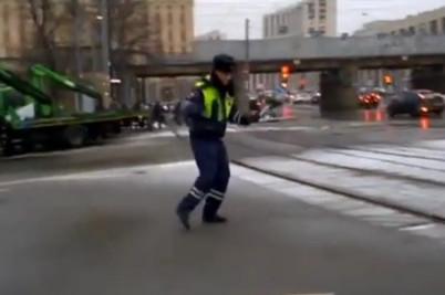 танец полицейского.jpg